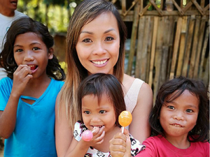 Linh-with-Kids-From-Tribe